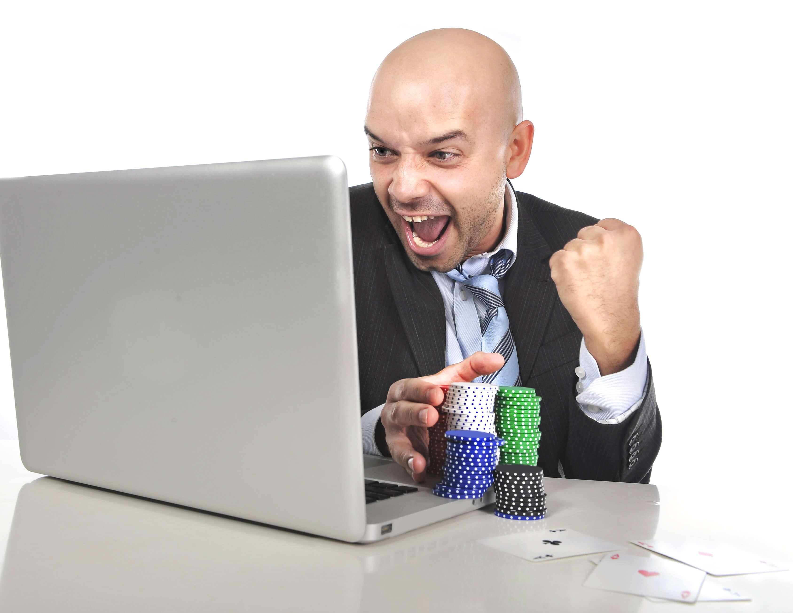 Jugador de casinos online apostando